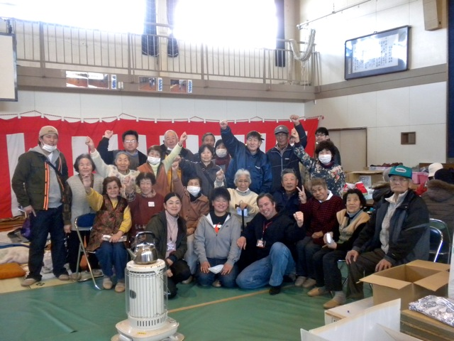 Photo of survivors in Iwaki showing they'll never give up