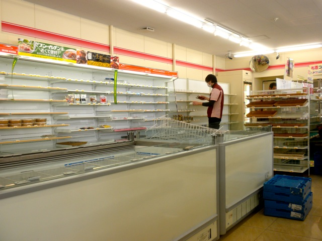 Photo of empty shelves at a 7/11 in Iwaki