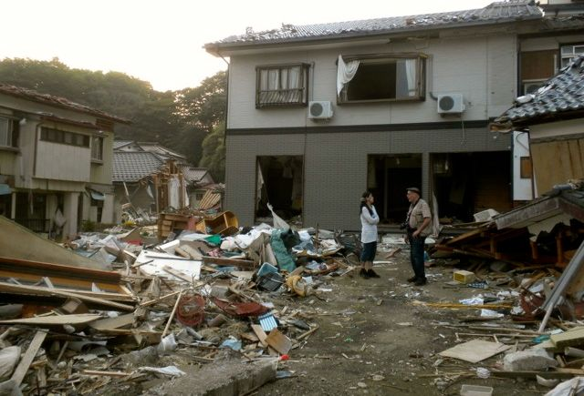 May 21, 2011: Socks for Japan Volunteer Rumiko Speaks with Prof. Jose Holguin-Veras